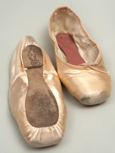 h9-32-419-ab-2-pointe-shoes