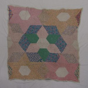 Red Cross Quilt, H9-38-563 © The Manitoba Museum